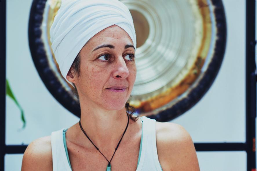 Terapia con Gong para estrés en mujeres